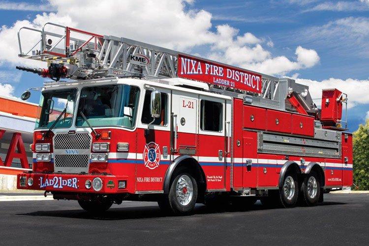 Nixa (MO) Fire District Ladder 21